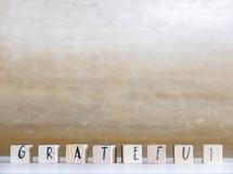 word grateful on wood blocks