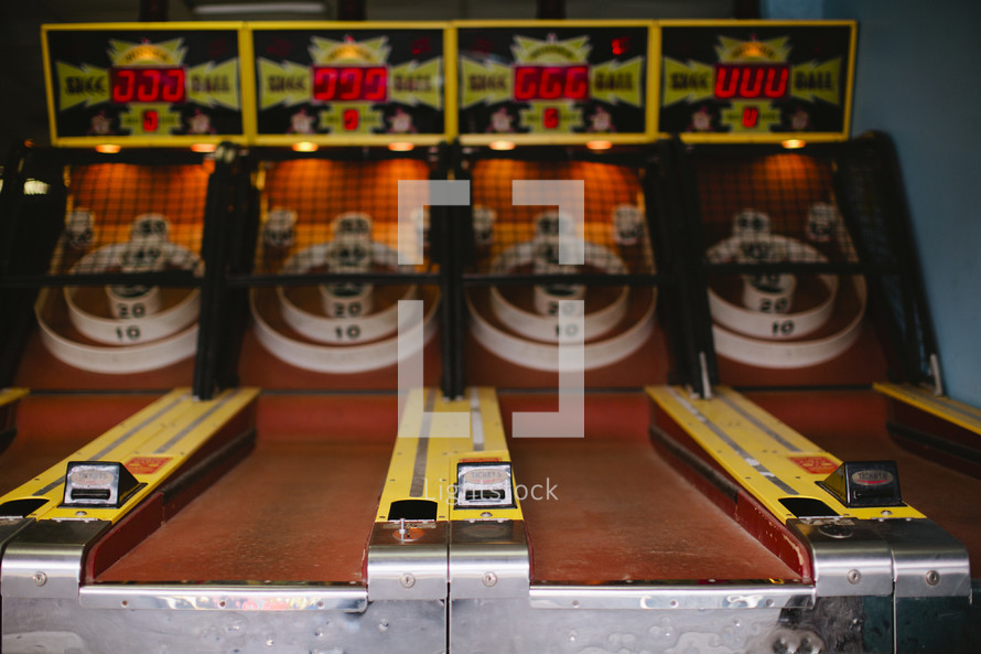 arcade skee ball game