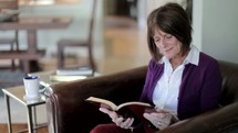 Woman praying and reading the Bible.