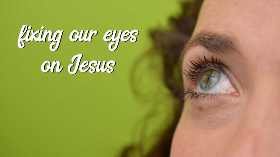 slides with closeup of  the eye of a woman mirroring a crown and a cross in her iris looking up above in front of green neutral background with psd and jpg files – text individually exchangeable